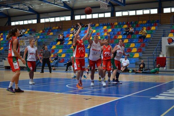 V poslednom zápase turnaja sa už tradične stretli domáce basketbalistky shráčkami Diósdi KK Budapešť.