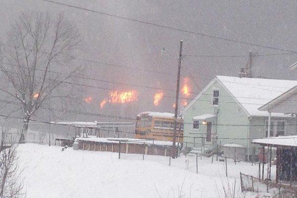 Oheň po nehode vlaku v Západnej Virginii.