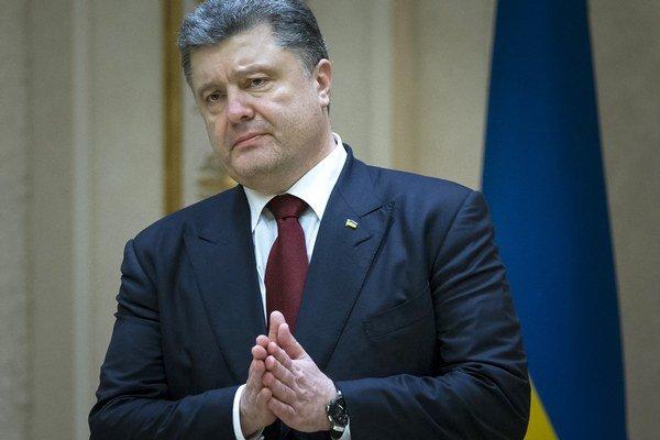 Ukrajinský prezident Petro Porošenko môže byť rád, že v nedeľu vstúpi do platnosti prímerie, no to je zhruba všetko, čo sa v Minsku dohodlo.