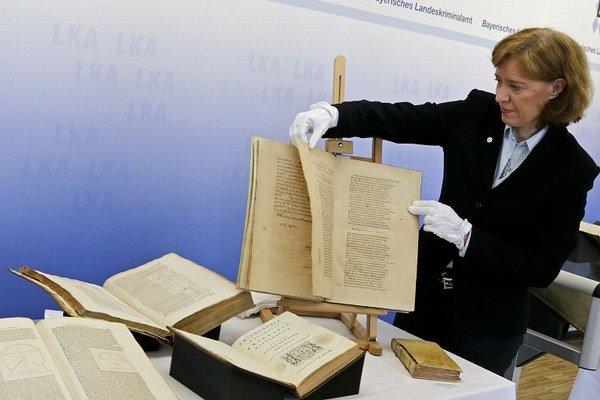 Väčšina z kníh v hodnote približne 2,5 milióna eur má pochádzať z neapolskej knižnice Girolamini založenej v 17. storočí.