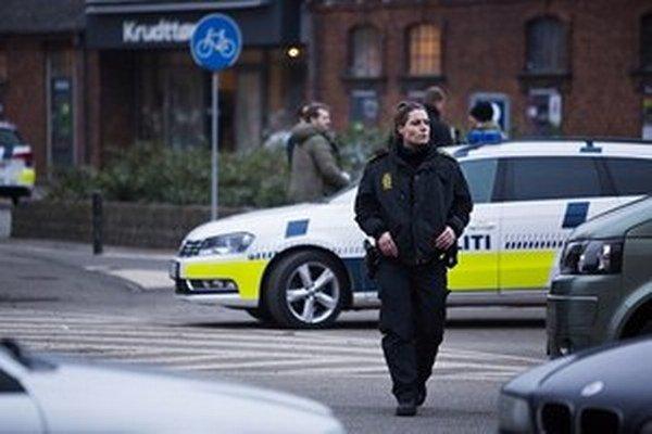 Útočník strieľal len z vonku a do kaviarne sa nedostal.