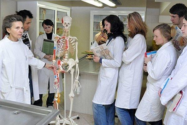 Medici počas štúdia.