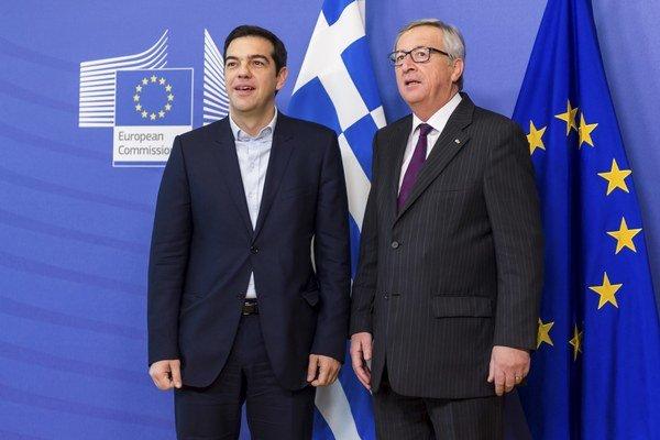 Grécky premiér Alexis Cipras (vľavo) a predseda Európskej komisie Jean-Claude Juncker.