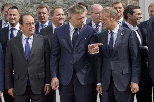 Členské štáty Únie nadávajú Junckerovi aMerkelovej auž aj Ficovi.