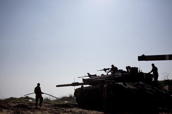 Izraelské tanky pri libanonských hraniciach.