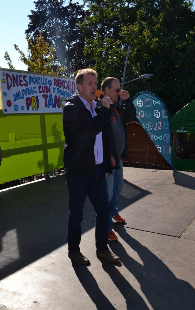 Pavol Baculík, viceprimátor mesta, vyzýva všetkých k tancu.