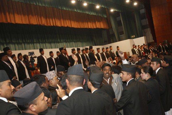 Nepálski opoziční politici blokujú protestami prácu ústavodarného zhromaždenia.