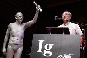 Atsuki Higashiyama po zisku Ig Nobelovej ceny.