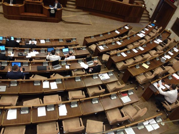 Národná rada počas rozpravy k odvolávaniu premiéra Fica.