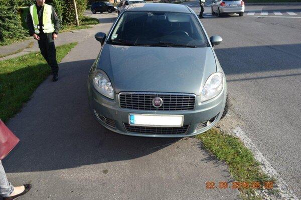 Nehoda sa stala na frekventovanej ulici v Seredi.