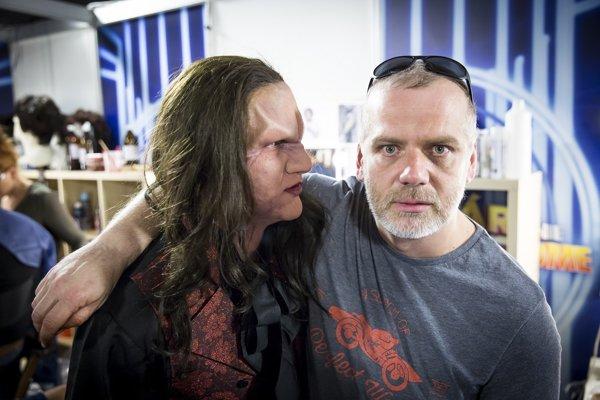 Maskér Vladimír Wittgruber s Lukášom Adamcom ako Meat Loaf zamaskovaný za netvora v piesni I´d do anything for love.