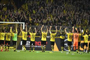 Hráči Dortmundu robia svojím fanúšikom radosť.