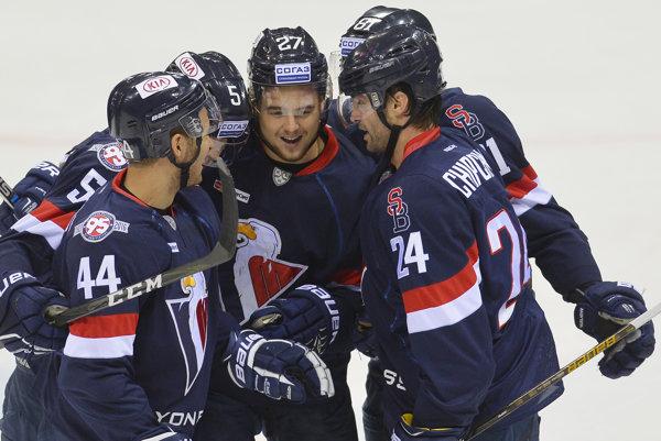 Hokejisti Slovana si pripísali ďalšie víťazstvo na ľade súpera.