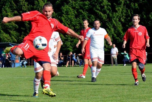 Marián Rapan si v derby so Sklabiňou jedným gólom vylepšil svoj strelecký účet, no spokojný po zápase asi nebol. Dražkovčania doma iba remizovali.