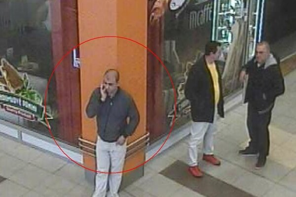Pátrajú po mužovi na fotografii, ktorý by svojím svedectvom pomohol kriminalistom pri objasňovaní závažného trestného činu.