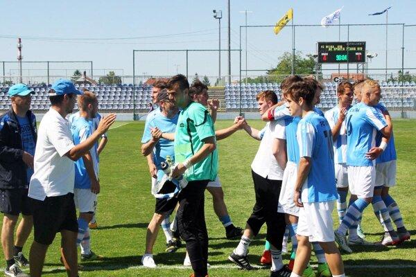 Starší dorastenci FC Nitra v minulej sezóne vyhrali prvú slovenskú ligu a úspešní boli aj v zápase o Československý pohár proti Sparte Praha. Teraz sa môžu ukázať v konfrontácii so španielskym majstrom.