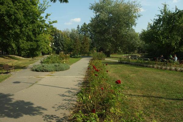 Ružový park už obnovu jednoznačne potrebuje.