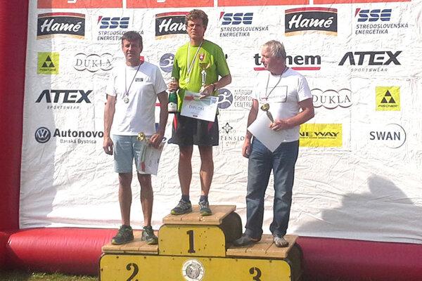 Karol Hudeček z Levíc (v strede) skončil opäť na prvom mieste.