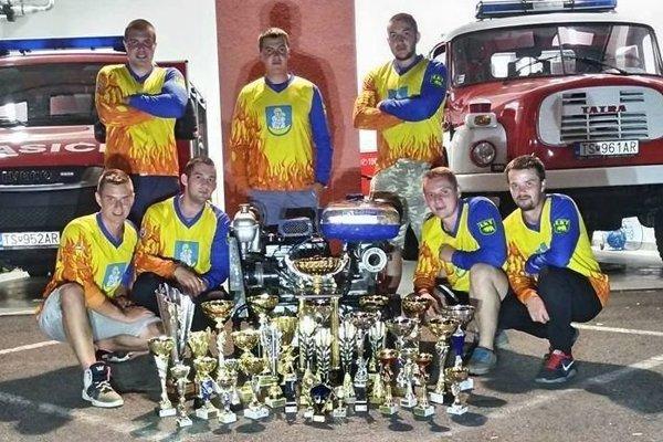 Trstenskí hasiči zbierali v tomto ročníku jednu trofej za druhou.