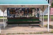 Nový stroj by sa vedel ľahko dostať pod lavičky a dokázal by vyčisť aj znečistené autobusové zastávky.