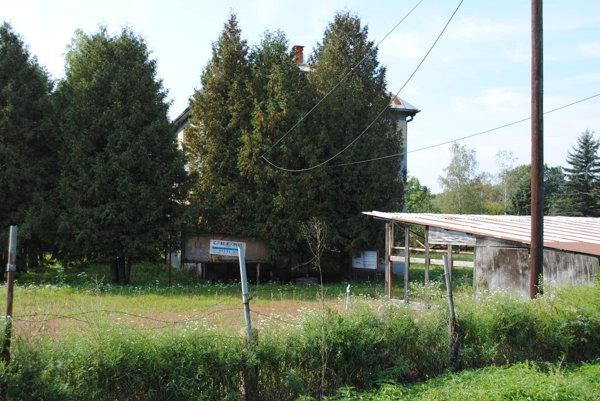 Poľnohospodársky dvor v Rovnom.