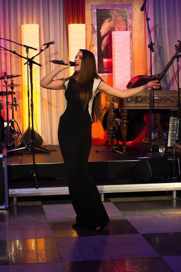 Muzikáli a firemné akcie. Na nedostatok práce sa speváčka nesťažuje.