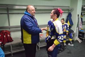 Na Pavla Finduru (na snímke s asistentkou Barborou Kežmarskou) čaká náročná sezóna. Trénovať bude spišskonovoveské HC Osy a gelnických hokejistov.
