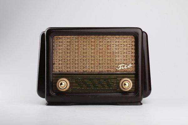 Tesla 420U Trio je prvý rádioprijímač vyvinutý na Slovensku.