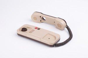 Dizajn telefónu vytvoril architekt, projektant a dizajnér Miloš Suchár v roku 1982.