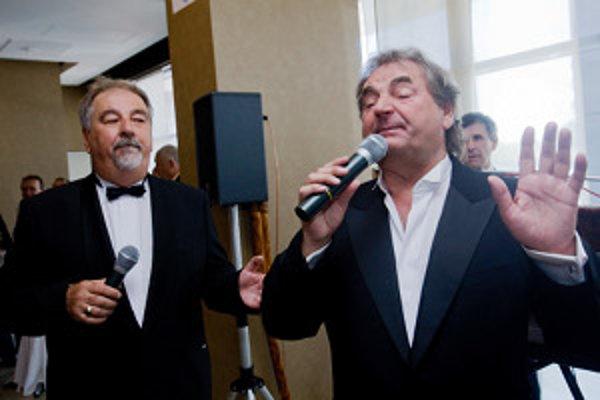 Peter Stašák (vpravo) bude uvádzať program v Bojniciach.