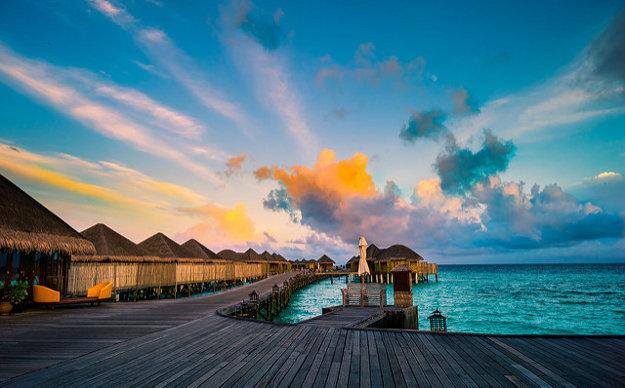 Východ slnka na Constance Halaveli Resort & Spa.