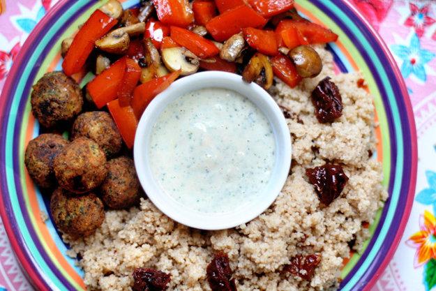 K základným surovinám v egyptskej kuchyni patria strukoviny a zelenina.