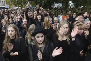 Poľky protestujú proti sprísneniu interrupčného zákona.