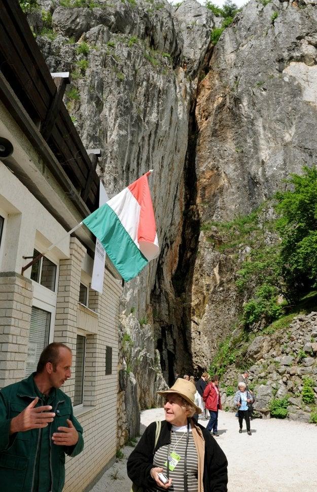 Jaskyňa Baradla v obci Aggtelek. Náučný chodník Zelená hranica spája Slovenský kras a Aggtelekský kras na maďarskej strane.