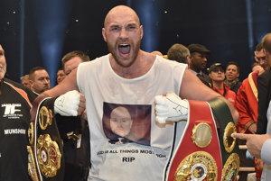 Šampión v superťažkej hmotnostnej kategórii WBA, WBO a IBO Tyson Fury.
