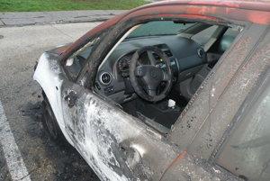 Poškodené vozidlo značky Suzuki.
