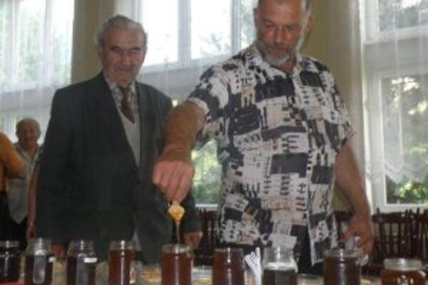 Včelári sa pochválili svojím medom.
