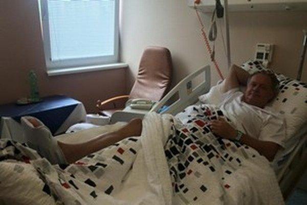 Prezidentovi v Plzni odstránili z oblasti bedrového kĺbu zapálené tkanivo a výrastok na kosti.