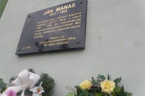 Pamätná tabuľa je umiestnená na rodnom dome Jána Manasa.