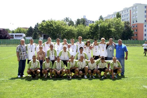 Starší dorastenci FK Prievidza sa mohli radovať z postupu do druhej ligy.