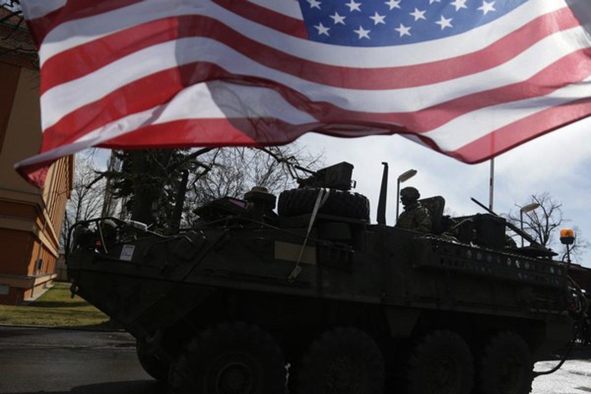 1538c5fe9 Konvoj americkej armády prešiel cez Česko už v marci.(Zdroj: TASR/AP)