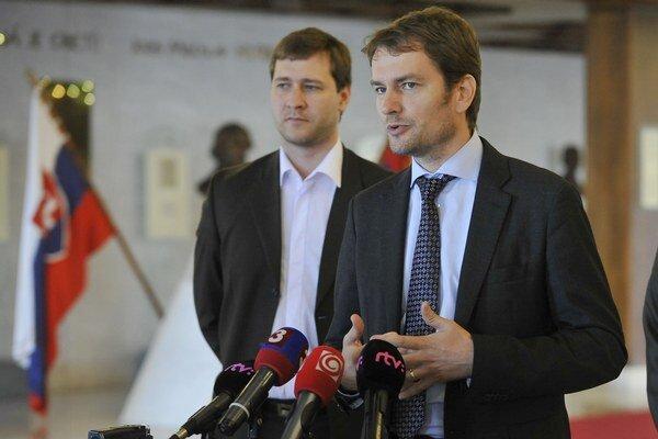 V popredí predseda strany OĽaNO Igor Matovič a Miroslav Kadúc.