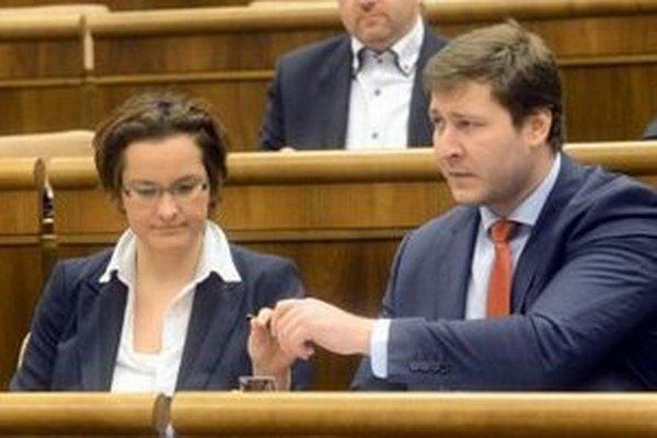 Poslanci za OĽaNO Eva Horváthová a Miroslav Kadúc.