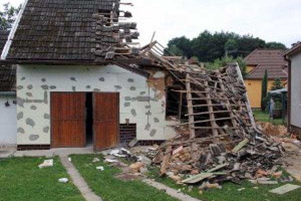 Letná kuchyňa sa pri výbuchu zrútila.