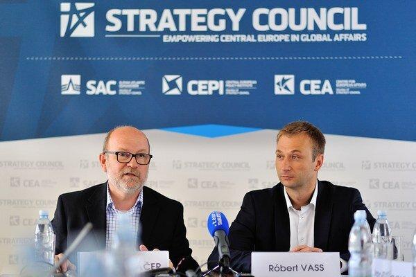 Rastislav Káčer a Róbert Vass hovoria o desiatom ročníku GLOBSECU ako o najlepšom.
