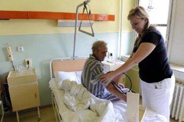 Nemocničné nákazy najčastejšie spúšťa neumývanie rúk zdravotníkov.