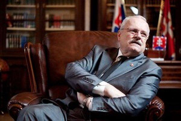 Medzi signatármi výzvy sú aj všetci bývalí prezidenti Slovenskej republiky - Michal Kováč, Rudolf Schuster a Ivan Gašparovič.