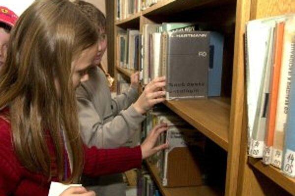 Deti v niektorých knižniciach sa počas posleného májového dňa budú snažiť prekonať rekord v čitateľskom maratóne.