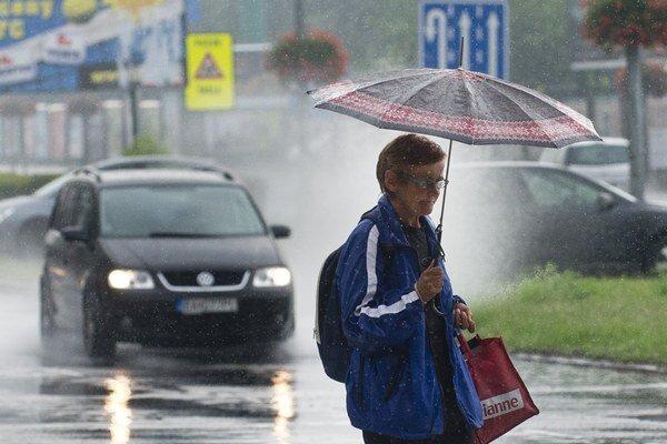 Záplavy z dažďov hlásia pre okres Skalica.