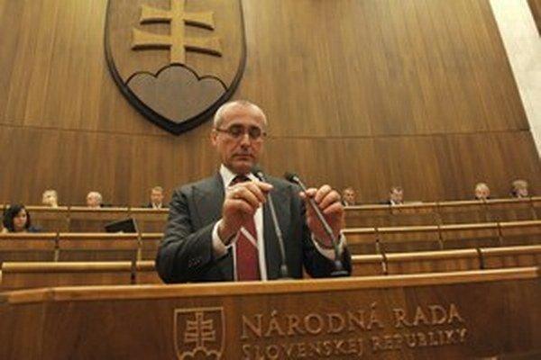 O téme odchodu sudcov do dôchodku a prípadných legislatívnych zmenách chce minister spravodlivosti Tomáš Borec hovoriť s členmi Súdnej rady SR.